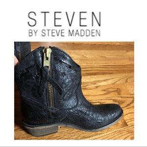 Steven by Steven Madden vestted Ankle Bootie